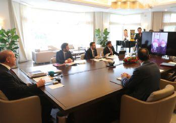 Cumhurbaşkanı Erdoğan, yardım yapılan ailelerle görüştü