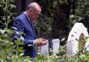 Cumhurbaşkanı Erdoğan anne ve babasının mezarlarını ziyaret etti