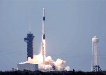 Tarihi uzay yolculuğu başladı! SpaceX'in ilk insanlı uzay mekiği fırlatıldı