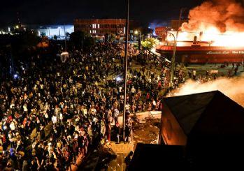 Amerika alev alev yanıyor! 25 kentte sokağa çıkma yasağı ilan edildi