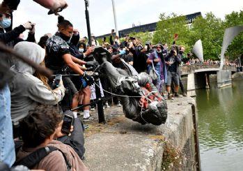 Dünya ırkçılığa karşı sokaklarda! Köle tacirinin heykeli yıkıldı
