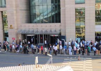 Duruşmalar başladı, İstanbul Adalet Sarayı önünde uzun kuyruklar oluştu