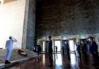 Bakan Akar'dan, OYAK Genel Kurulu öncesinde Anıtkabir'e ziyaret