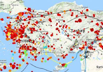 Ege'de korkutan deprem! İzmir'de de hissedildi!