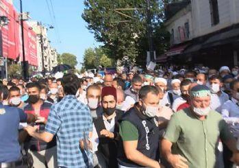 Polis bariyerini aşan kalabalık Ayasofya'ya doğru koştu
