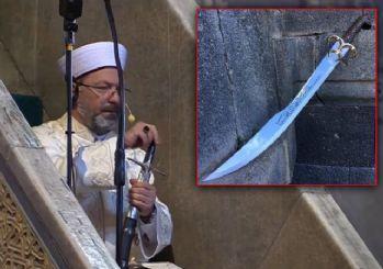 Ali Erbaş hutbeye kılıçla çıktı