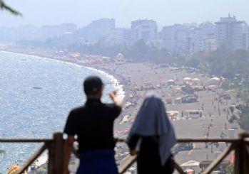 Antalya'da sıcak hava ve aşırı nem bunalttı