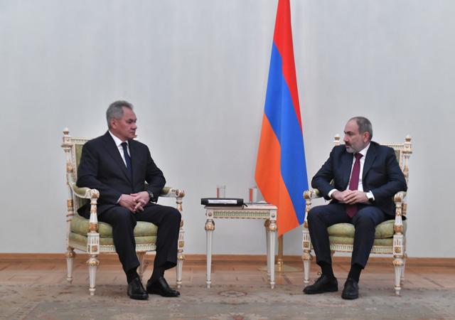 Rusya - Ermenistan görüşmesinde bayrak krizi