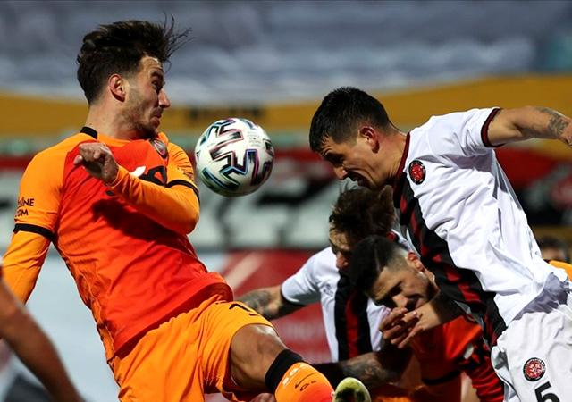 Galatasaray son dakikada yıkıldı! 2-1
