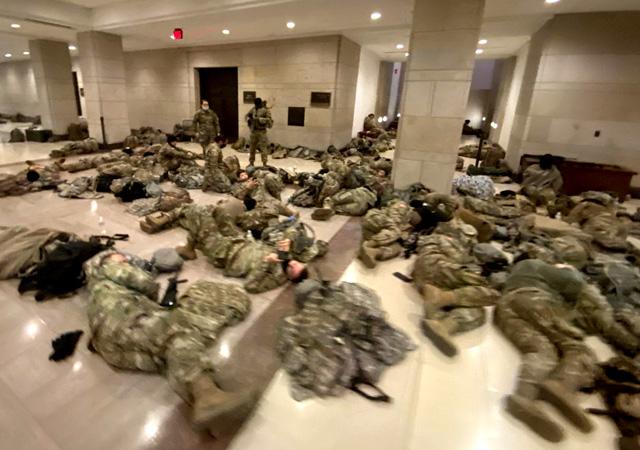 ABD alarmda! Askerler Kongre binasında yerde yatıyor