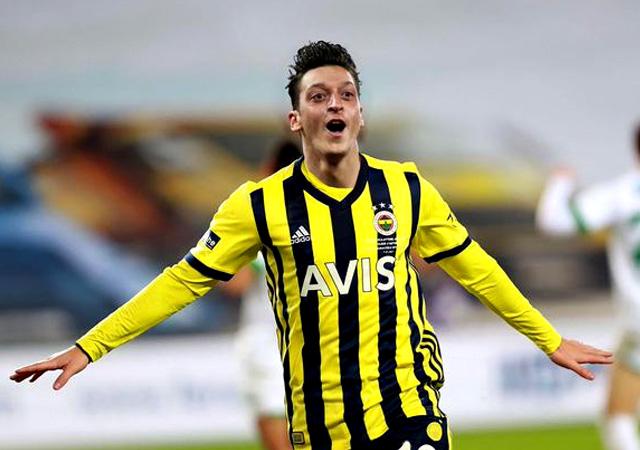 Mesut Özil resmen Fenerbahçe'de: Allah'a şükür!