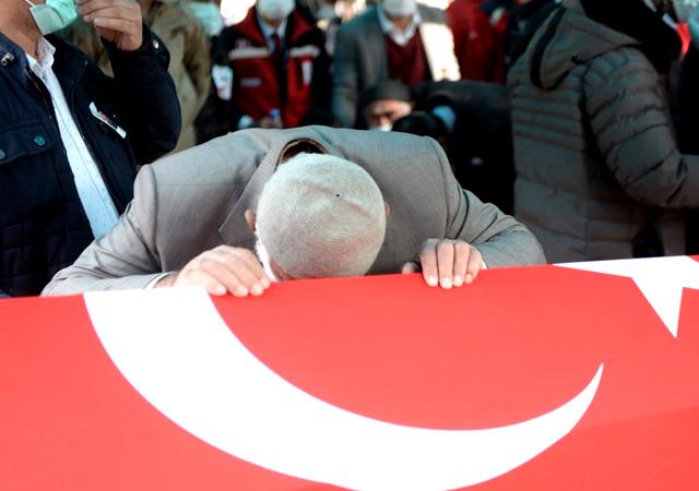 Bitlis şehitlerine yürek yakan veda! Mehmet Demir son yolculuğuna uğurlandı