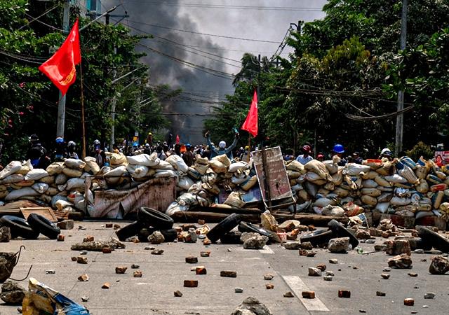 Myanmar'da kanlı gün! Ölenlerin sayısı 100'e yükseldi