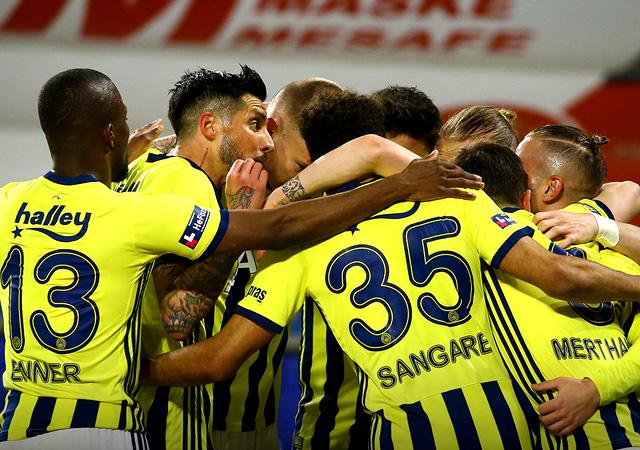 Fenerbahçe zirveye tutundu! 2-1