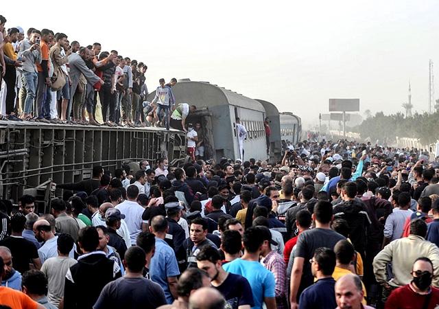 Mısır'da tren raydan çıktı: 11 kişi öldü, 98 kişi yaralandı