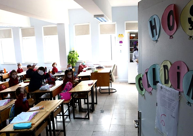 Erdoğan: Yüz yüze eğitime ara veriyoruz