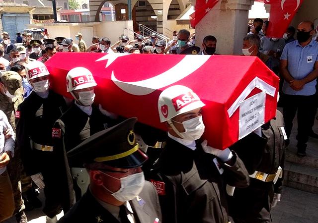 Uzman çavuş Mehmet Kırmızı Adana'da son yolculuğuna uğurlandı