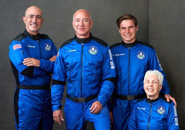 Milyarderlerin uzay yarışı! Jeff Bezos gezegenden ayrılıyor