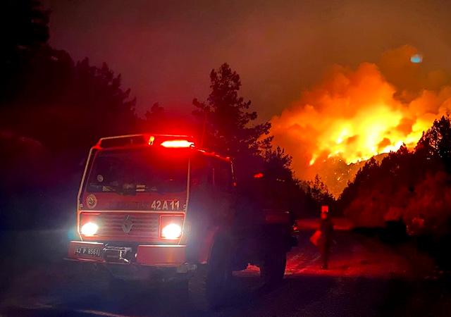 Antalya'daki yangın sürüyor: 3 kişi hayatını kaybetti