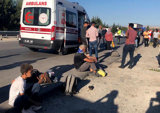 Uşak'ta otobüs şarampole yuvarlandı: 33 yaralı