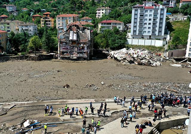 Kastamonu'da sel felaketi: Yıkılan apartmanda arama kurtarma çalışmaları sürüyor