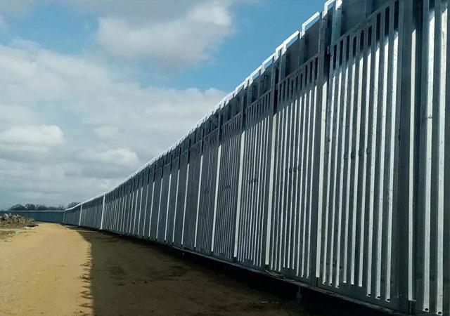 Türkiye sınırına 40 kilometrelik çelik duvar ördüler
