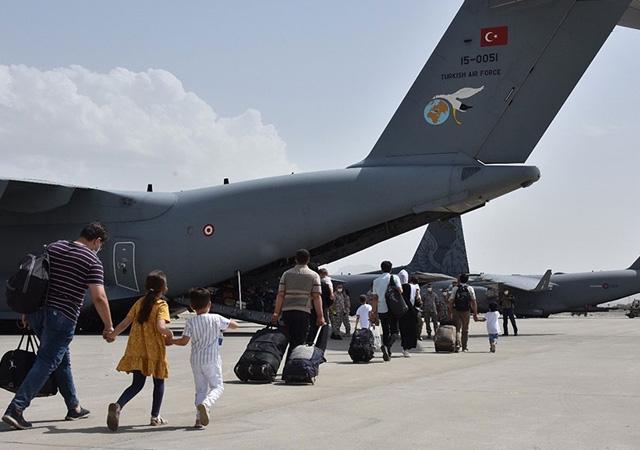 Dışişleri Bakanı Çavuşoğlu: Afganistan'dan 1404 kişiyi tahliye ettik