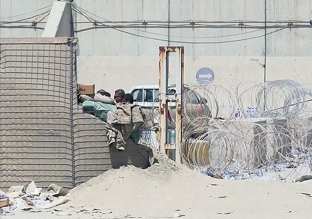 Kabil Havalimanı'nın dışında patlama: Taliban en az 13 kişinin öldüğünü duyurdu