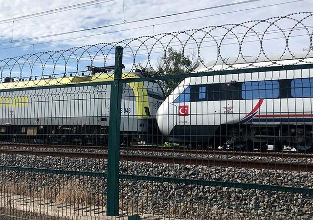Tuzla'da iki tren kafa kafaya çarpıştı