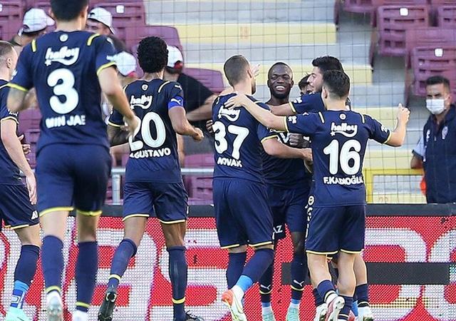 Fenerbahçe ligin yeni lideri oldu! 1-0