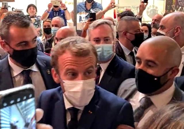 Macron'a 'yumurtalı' saldırı