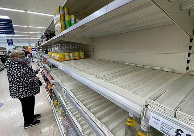 İngiltere'de şimdi de gıda krizi patlak verdi: Market rafları boş kaldı