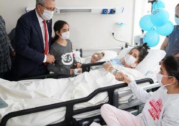 65 saat sonra enkazdan çıkarılan Elif, ailesiyle bir araya geldi