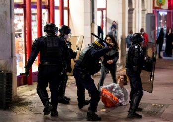 Fransa'da polis şiddetine karşı büyük protesto