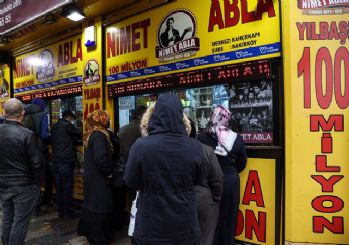 Yılbaşı bileti almak isteyenler 'Nimet Abla' gişesi önünde sıraya girdi