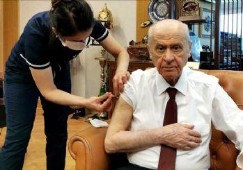 MHP lideri Bahçeli koronavirüs aşısı oldu!