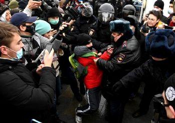 Navalny'nin çağrısının ardından Rusya'da sokaklar karıştı: En az bin kişi gözaltında