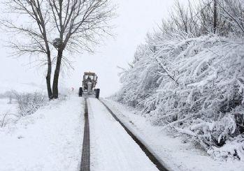İstanbul'a kar başladı! Meteoroloji'den peş peşe uyarılar
