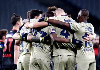 Fenerbahçe yeniden zirvenin sahibi! 2-1