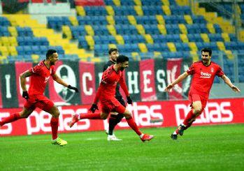 Cenk Tosun Beşiktaş'ı uçurdu! 3-0