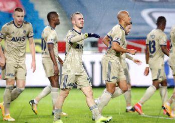 Pelkas Fenerbahçe'ye hayat verdi! 1-0