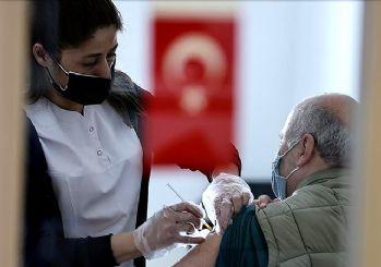 Türkiye'de iki doz aşı olanların sayısı 10 milyonu geçti