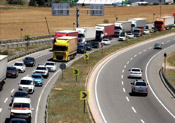 Tatilciler dönüş yolunda! İstanbul'a dönüşte yoğunluk yaşanıyor