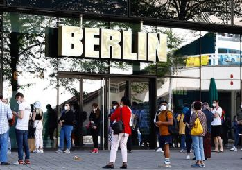 Almanya'da aşı olmayanlara yeni yasaklar getirildi! Test parası alınacak