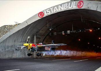 Dario Costa, İstanbul'daki tünellerden uçakla geçti, rekor kırdı