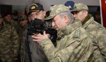 Orgeneral Akar İstanbul'daki birlikleri denetliyor