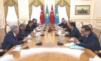 Davutoğlu, Nazarbayev ile bir araya geldi.