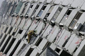 Depremde bina çöktü: 7 ölü