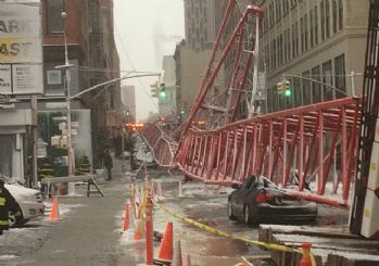 New York'ta dev bir vinç devrildi: 1 ölü, 2 yaralı