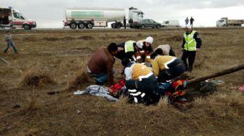 Suriyelileri taşıyan minibüs kaza yaptı: 1 ölü, 26 yaralı